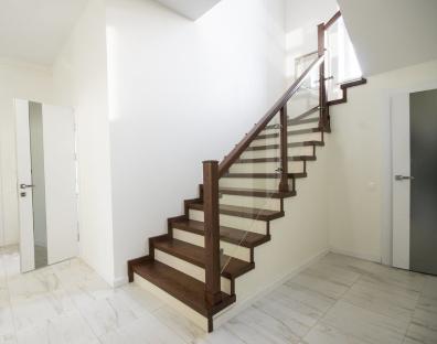 Отделка бетонных лестниц и металлокаркасов