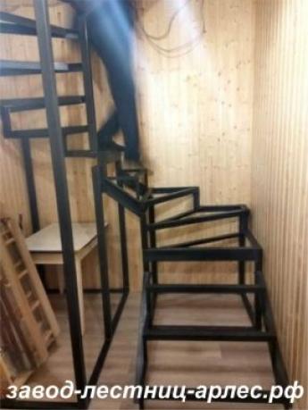Металлокаркас лестницы с 3-я маршами и забежными ступенями